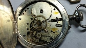 Taller de relojería reloj bolsillo