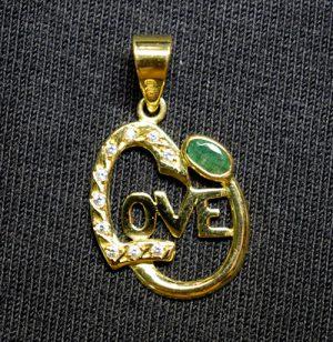 colgante oro LOVE y esmeralda