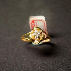 sortija oro circonita estrella A233